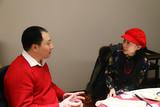 中国书画交易网南主席向紫秋了解韩嘉琪的文化救助情况
