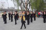 天津艺术团酷外婆舞蹈队彩排《感恩的心》和《爱的奉献》