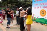 中国梦义工情百镇乡村文化公益行参看北京石家营村歌PK赛