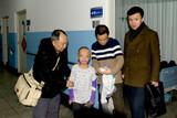 中国文化义工北京团队赴空军总医院看望烧伤儿童韩嘉琪