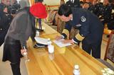 秦皇岛海军某部指战员为公主岭烧伤儿童韩嘉琪写下祝福语